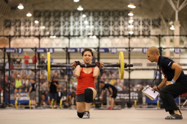 Female Athlete- Walking Lunges (©CrossFit, Inc)